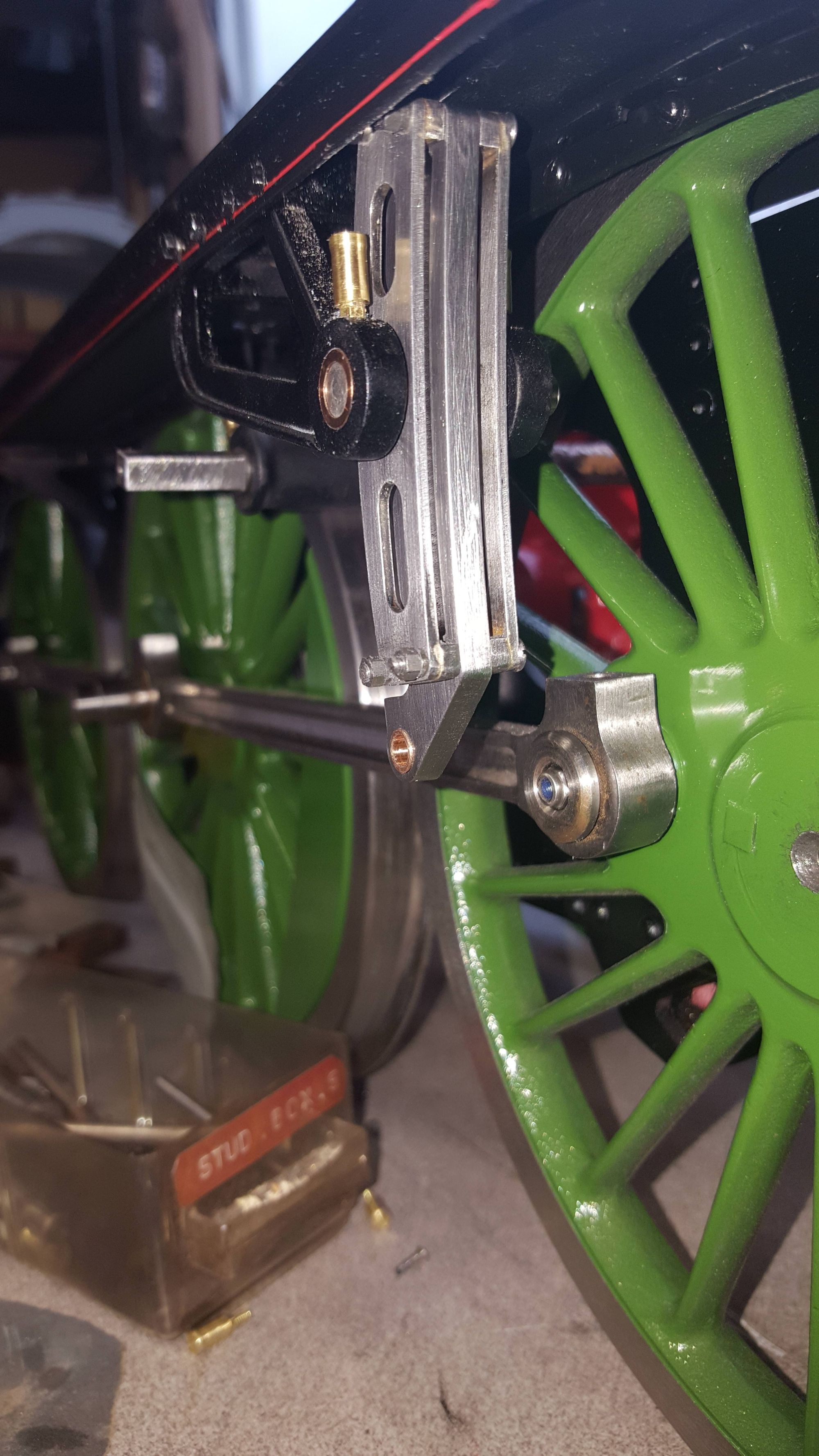 Expansion Links: Their bearing oil cups and the Weighshaft